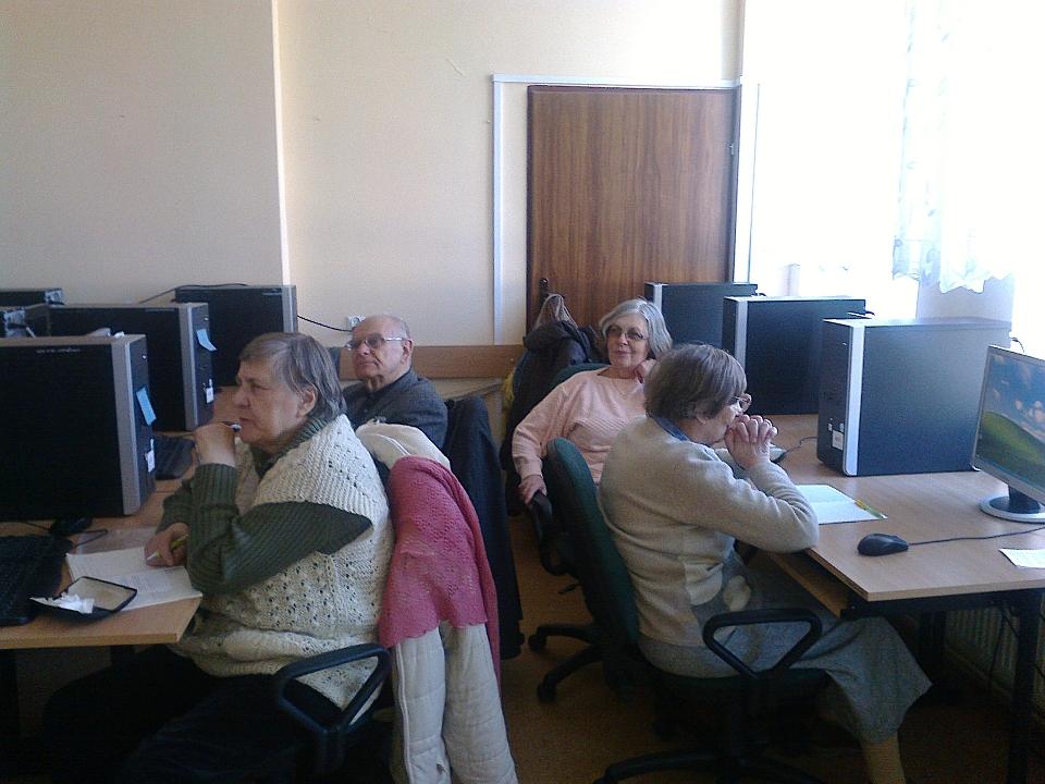 kurs komputerowy dla seniorów ?om?a